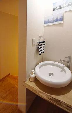 個室前(2階)に手洗いカウンター