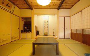 焼杉天井と床の間のある和室