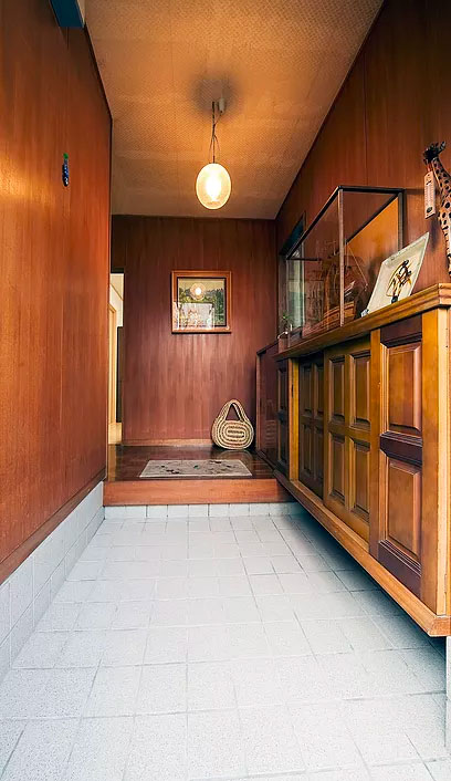床タイルの色を変更した玄関