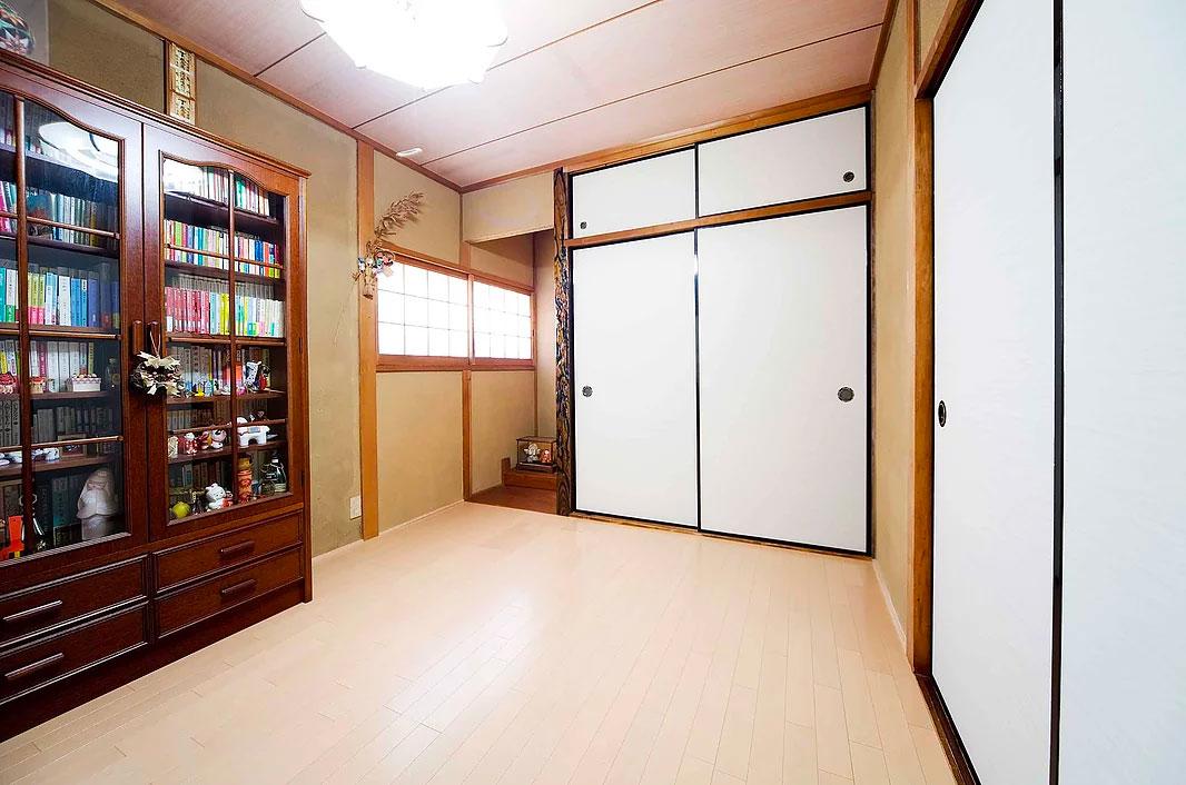 和室をフローリングに変更した洋室